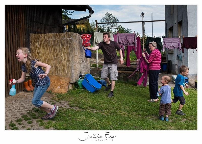 spontanes und natürliches Foto vom Familienleben