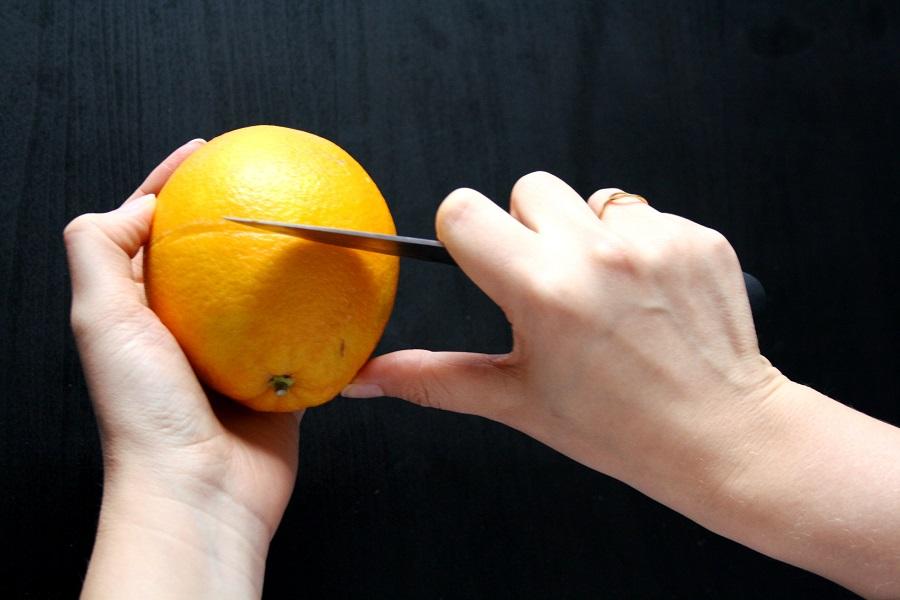 Orangenteelicht mit Nelken selber machen: Schritt 1