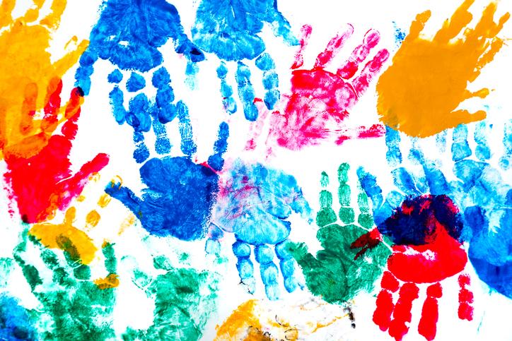 Gemalte Kinderhände