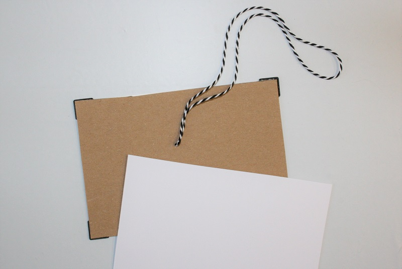 Anhänger-Rückseite mit Pappe und Tonpapier verstärken