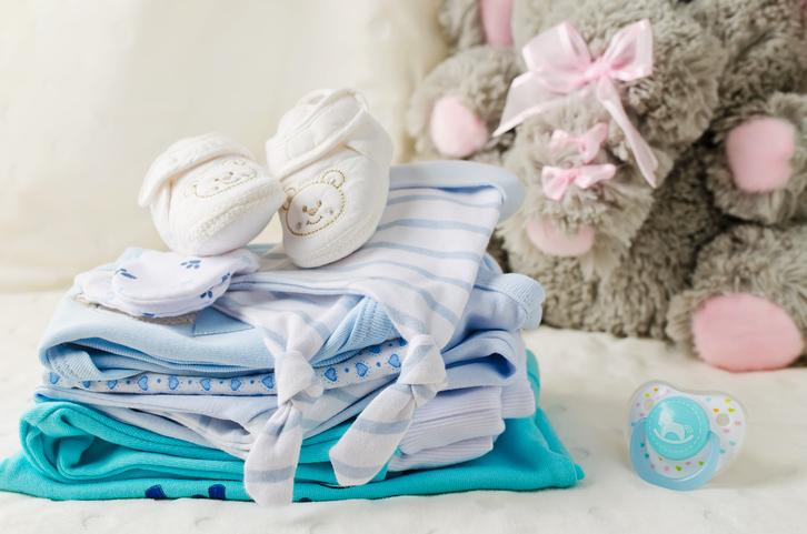 babybekleidung-mit-schnuller